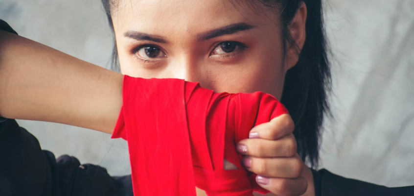 10 REASONS WHY WOMEN SHOULD START TRAINING MUAY THAI